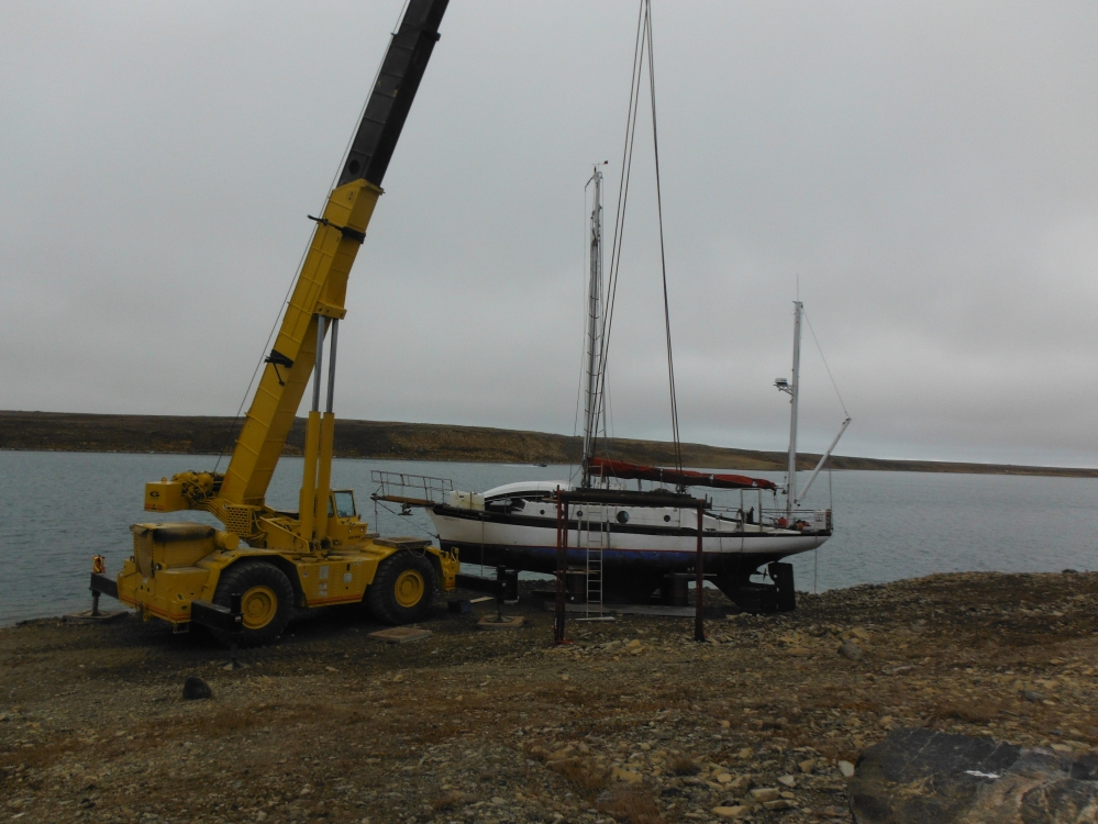 We did it!  The heavyest boat ever slung in Cambridge Bay!
